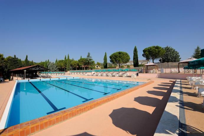 2 piscine per adulti e bambini