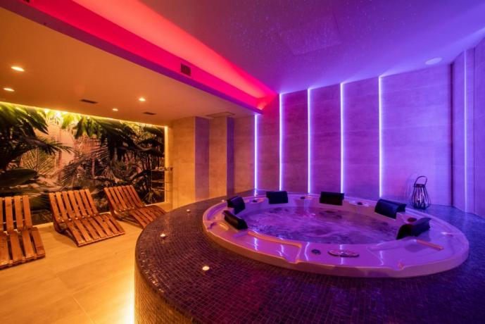 Cromoterapia e idromassaggio in hotel per coppie Alcamo