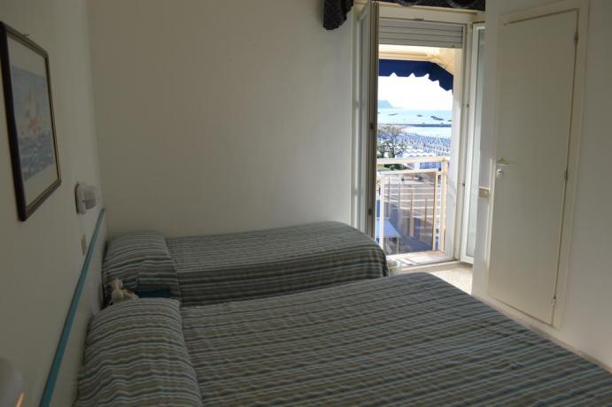 Camera tripla per famiglia + vista mare