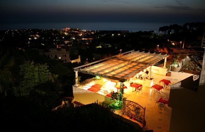 Cena in romantico ristorante ad Ischia vista panoramica
