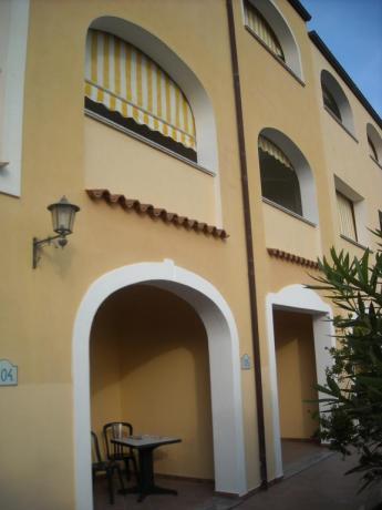 Residence con patio esterno arredato in Sardegna Orosei