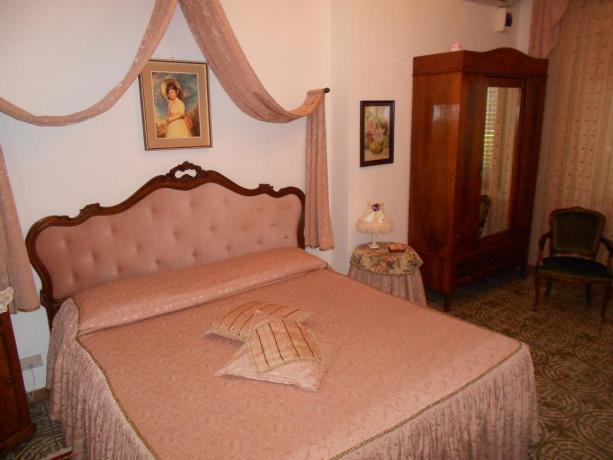 Camera matrimoniale hotel vicino Città della Pieve