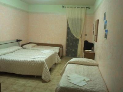 Camera quadrupla in hotel a Manfredonia