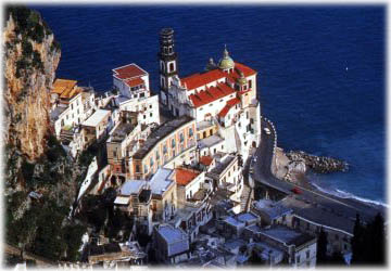 Hotels and Holidayhouses overlooking the sea of Atrani