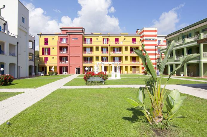 Villaggio Residence Benessere con Piscina a Loano