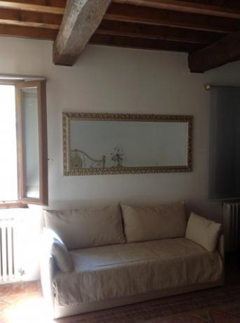 Appartamenti a Mantova con divano privato
