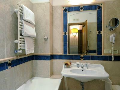 Hotel 4 stelle centro storico roma albergo imperatore for Hotel 4 stelle barcellona centro