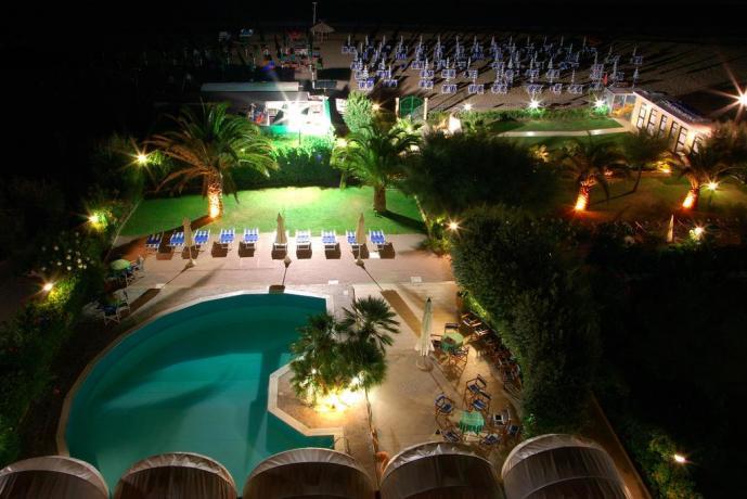 Hotel*** fronte spiaggia Silvi, piscina e giardino