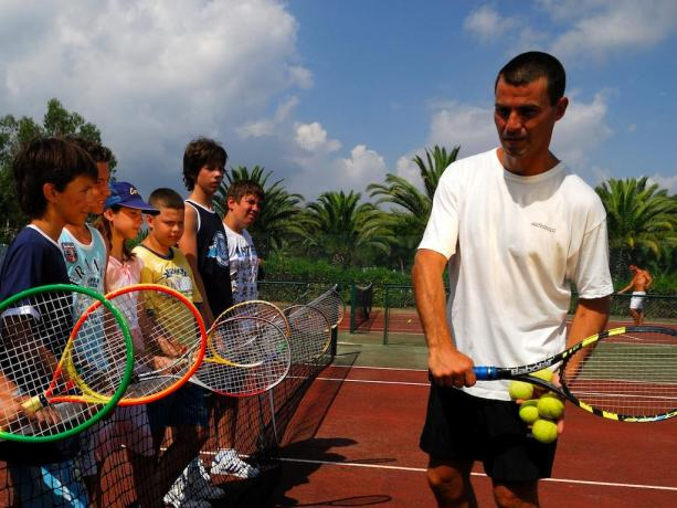 Corsi di Tennis organizzati dal Villaggio Le Palme