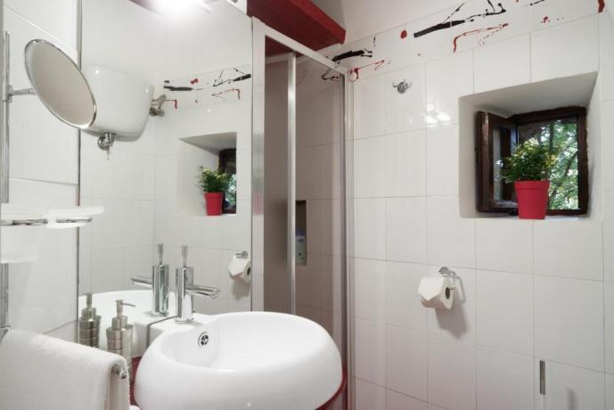 Bagno con doccia Appartamento-Giolli Borgo-sul-Clitunno Umbria