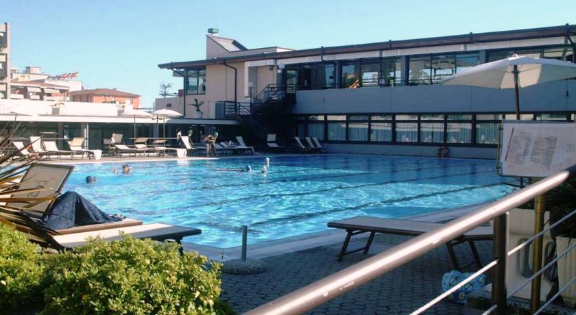 Versilia: Hotel Residence fronte Mare con Piscina, Animazione ...