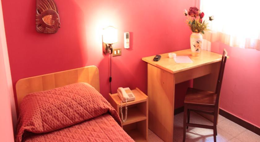 Camera singola con servizi privati nell'hotel di Palermo