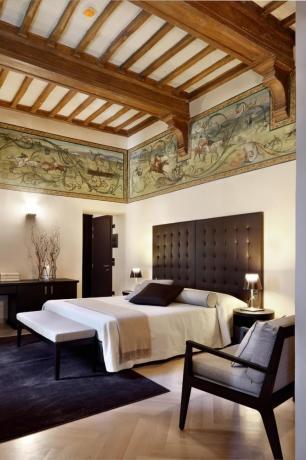 Camera con affreschi albergo 5stelle Lago Trasimeno