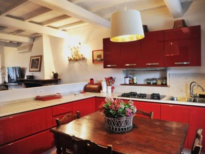 Villa con grande cucina attrezzata per vacanza