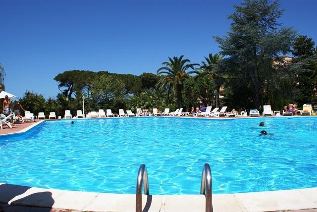hotel 3 stelle con piscina bambini anzio