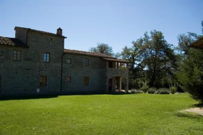 Casale con appartamenti in Toscana