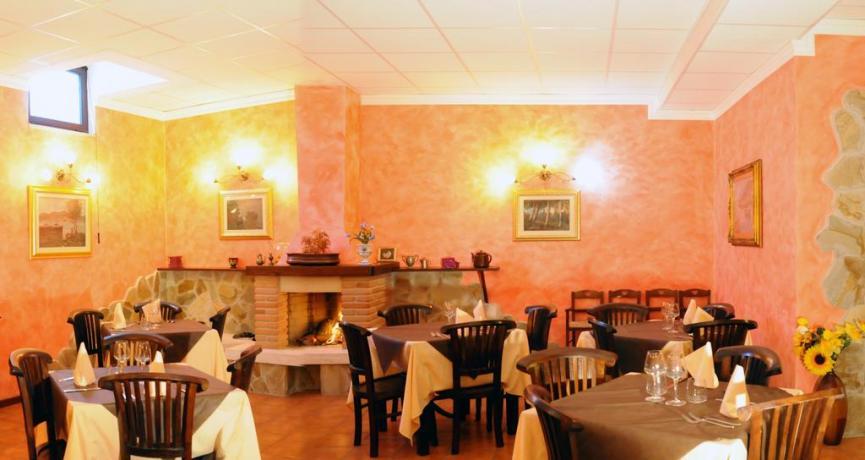 Sala ristorante hotel ad Alfedena vicino Roccaraso