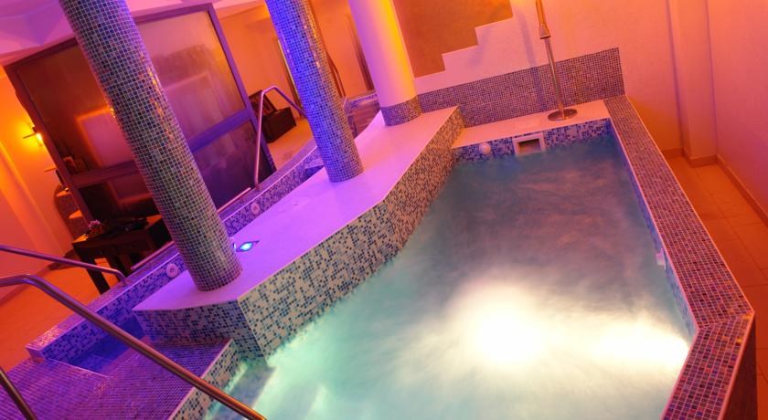 piscina interna centro benessere Solaria