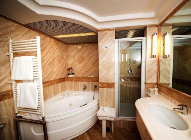 Suite con vasca idromassaggio doppia a Sabaudia