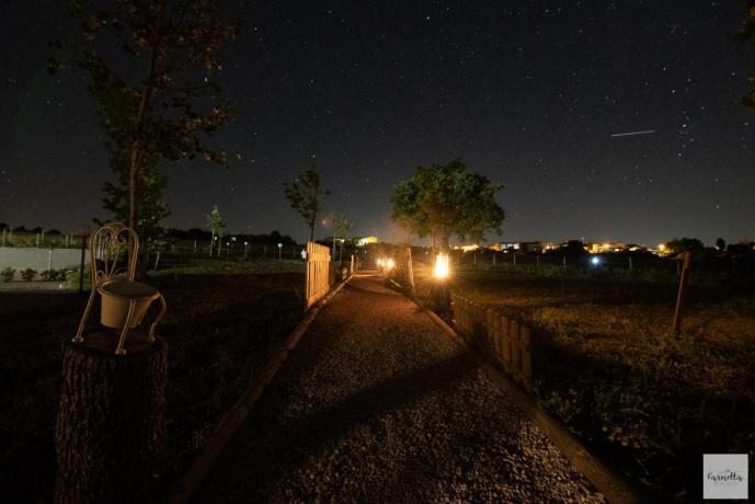 Casale illuminato nelle campagne Umbre