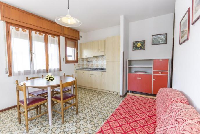 Appartamenti 4/5/10 persone con Cucina Attrezzata LignanoSabbiadoro
