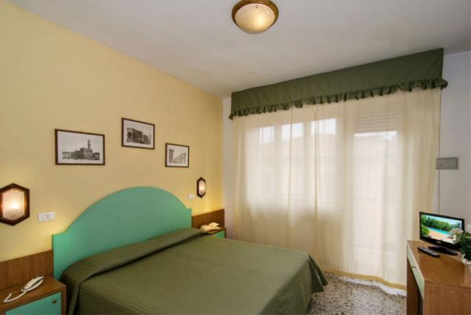 Camera Matrimoniale Hotel vicino Spiaggia a Viareggio