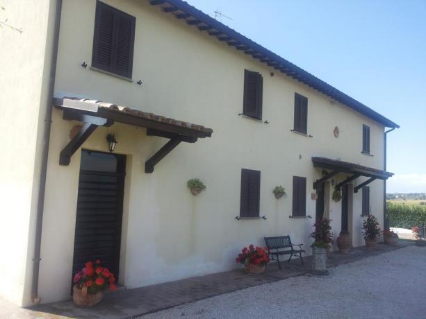 struttura esterna casale vacanza a Montefalco
