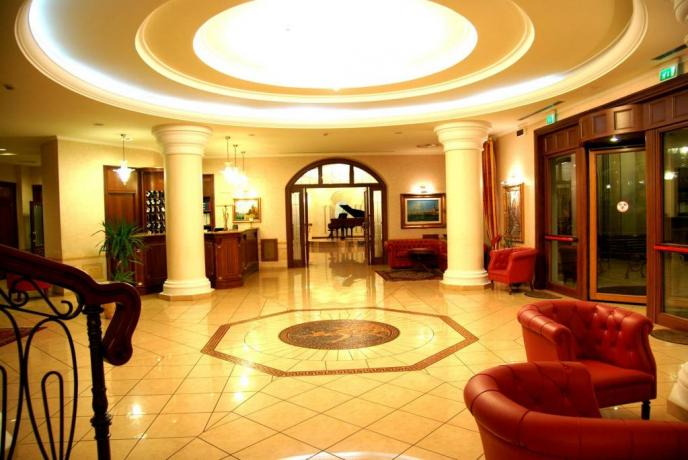Hall Hotel con Spazi per Riunioni e Banchetti