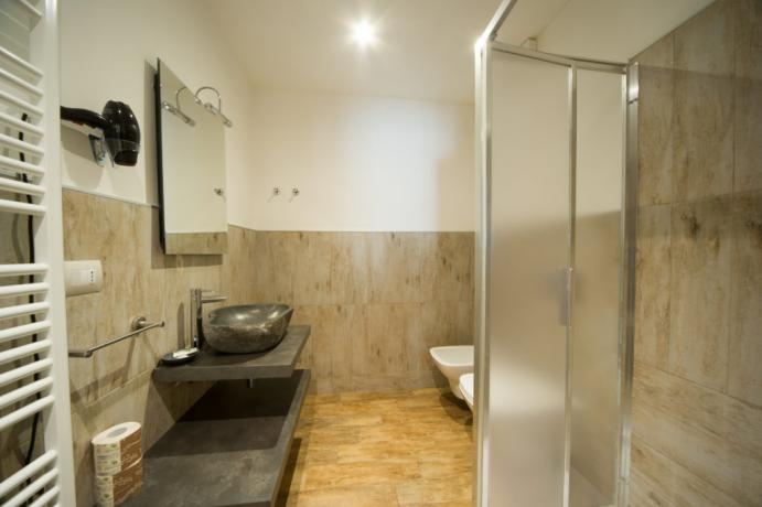 Bagno privato appartamento-vacanza bardonecchia set cortesia e asciugamani