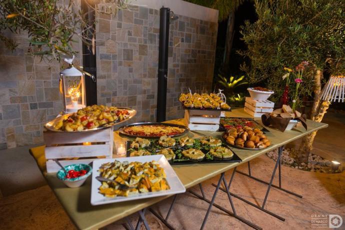 Buffet feste in piscina hotel 3 stelle Trapani