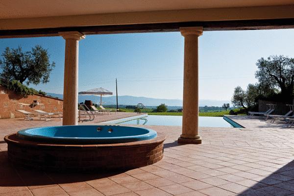 Albergo a Pozzuolo con piscina ed idromassaggio