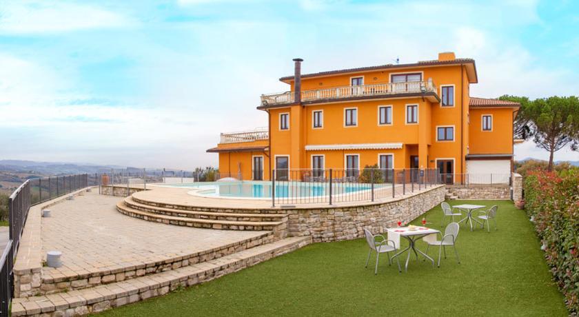 Hotel a Nord dell'Umbria con Centro Benessere, Piscina ed un ottimo Ristorante, ideale per visitare Gubbio, Perugia e Citta di Castello.