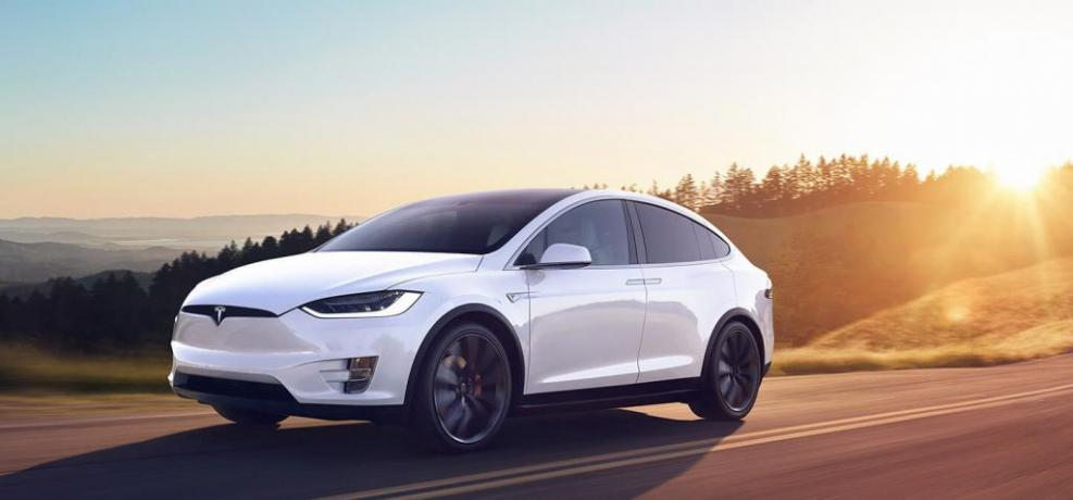 Noleggio Lungo Termine Auto Elettrica Tesla