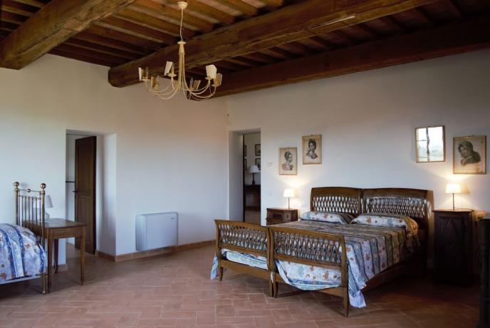 Dependance castello medievale camera matrimoniale Gualdo cattaneo