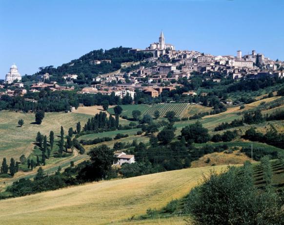 Veduta del paese di Todi