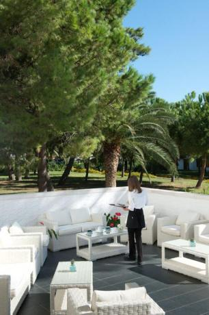 Area esterna albergo a Vieste ideale per relax