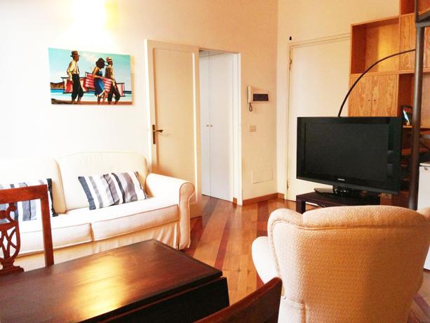 Soggiorno con TV Appartamento nel Lazio