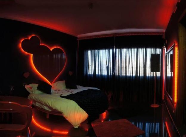 Camera letto tondo e cuore
