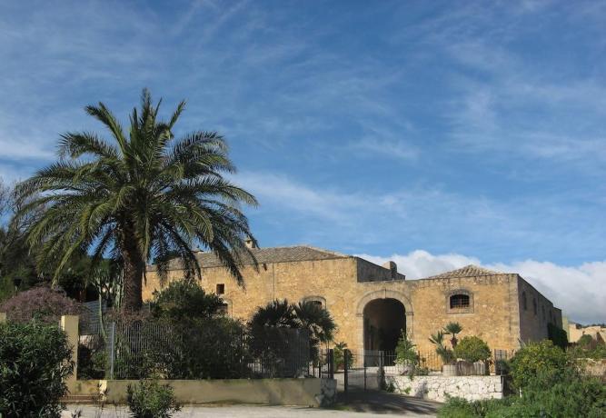 Hotel immerso nel verde della Valderice - Sicilia