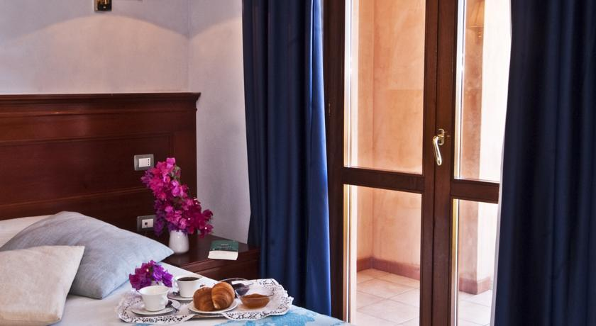 vicinoalmare-ristorante-piscina-hotel4stelle-lidodicastelsardo-sardegna