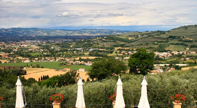 Agriturismo panoramico: vista dalle colline