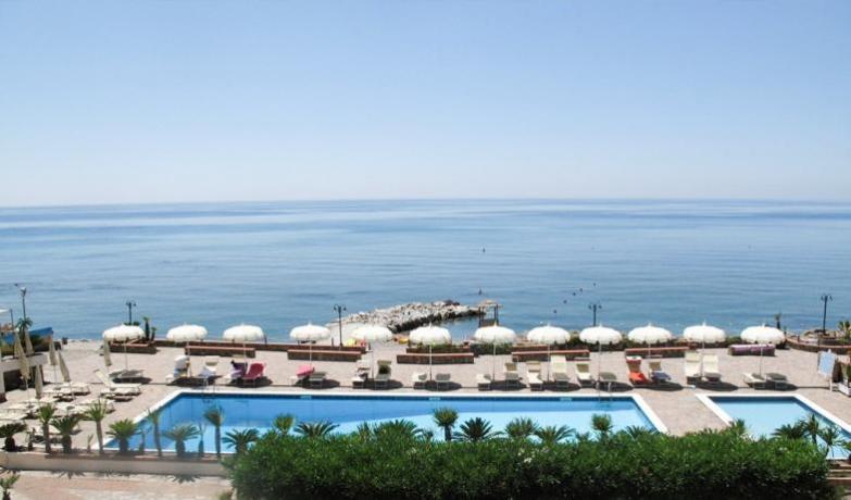 Villaggio con piscina a Caprioli di Pisciotta