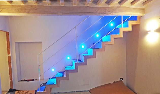 s91- scala in legno con illuminazione led