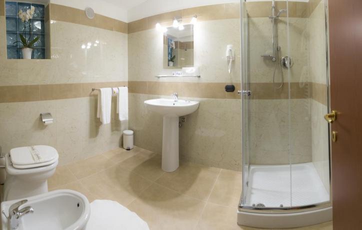Bagno privato camera box doccia hotel4stelle Battipaglia