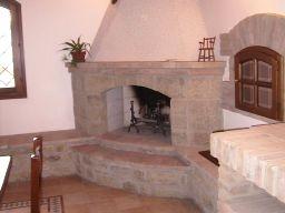 Caminetti classici stufe a pellets caminetti da interno for Camino esterno in stile spagnolo