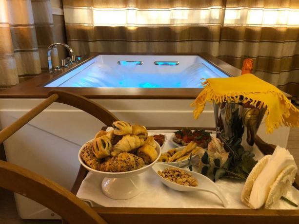 ville-centro-lecce-con-suite-vascaidromassaggio-jacuzzi-suite-room