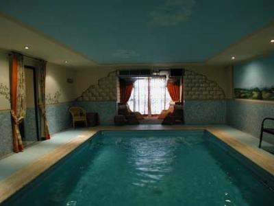Recensione e opinioni su beauty farm trasimeno piscina coperta vacanze in umbria castiglione - Piscina interna casa ...