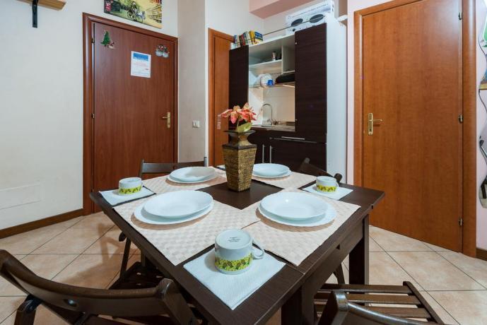 Tavolo colazione appartamento Roma vicino San Pietro