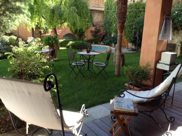 Giardino relax ideale per famiglie e coppie