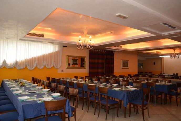 Ampio ristorante per gruppi numerosi da Padre Pio